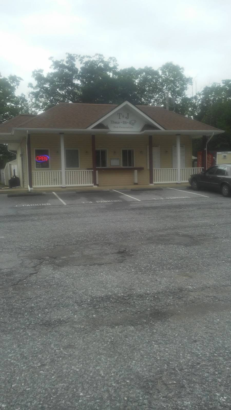 T and J Barbeque Pit 2nd Generation   restaurant   7670 Hawthorne Rd, La Plata, MD 20646, USA   3013929933 OR +1 301-392-9933