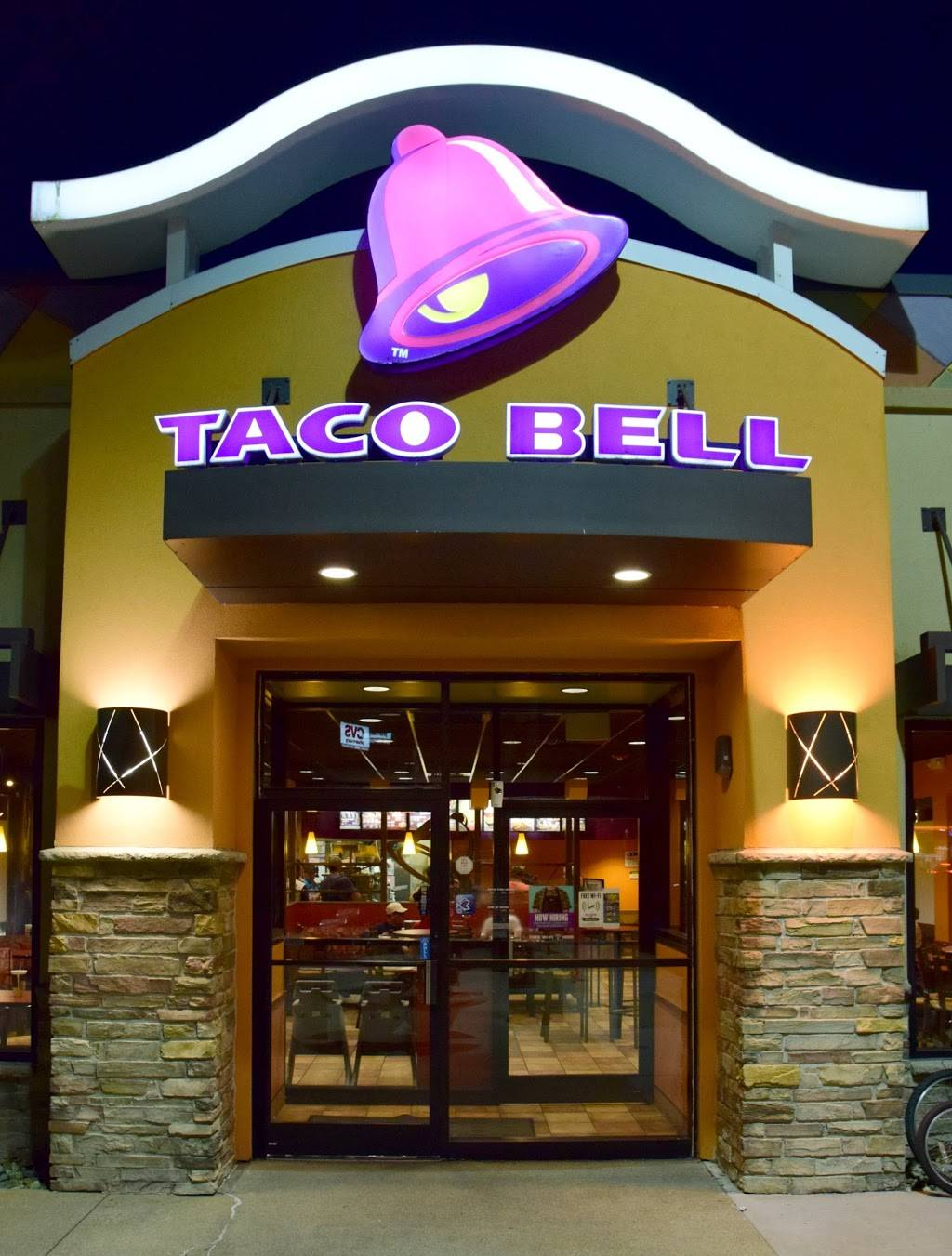 Taco Bell - Meal takeaway  5 Mariano Bishop Blvd, Fall River