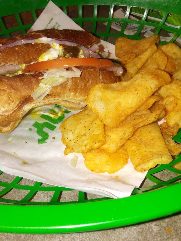 Subway Restaurants | restaurant | 274 W Fullerton Ave, Addison, IL 60101, USA | 6306297827 OR +1 630-629-7827