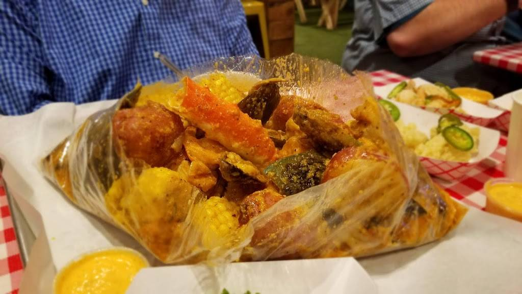 Lowcountry South Loop   restaurant   1132 S Wabash Ave, Chicago, IL 60605, USA   8888838375 OR +1 888-883-8375