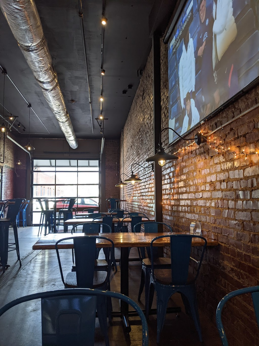 Fountainhead Taproom | restaurant | 1617 Rossville Ave, E Main St 1 Block off, Chattanooga, TN 37408, USA | 4235416355 OR +1 423-541-6355