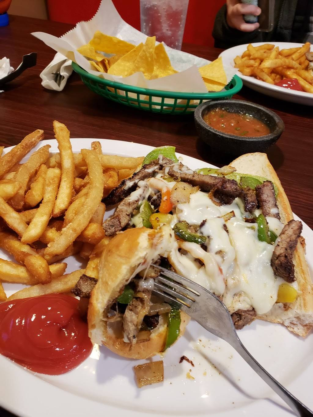 Marilus Family Restaurant Mexican & American food | restaurant | 400 S Cicott St, Logansport, IN 46947, USA | 5749928050 OR +1 574-992-8050