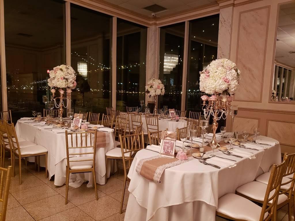 Giando on the Water | restaurant | 400 Kent Ave, Brooklyn, NY 11249, USA | 7183877000 OR +1 718-387-7000