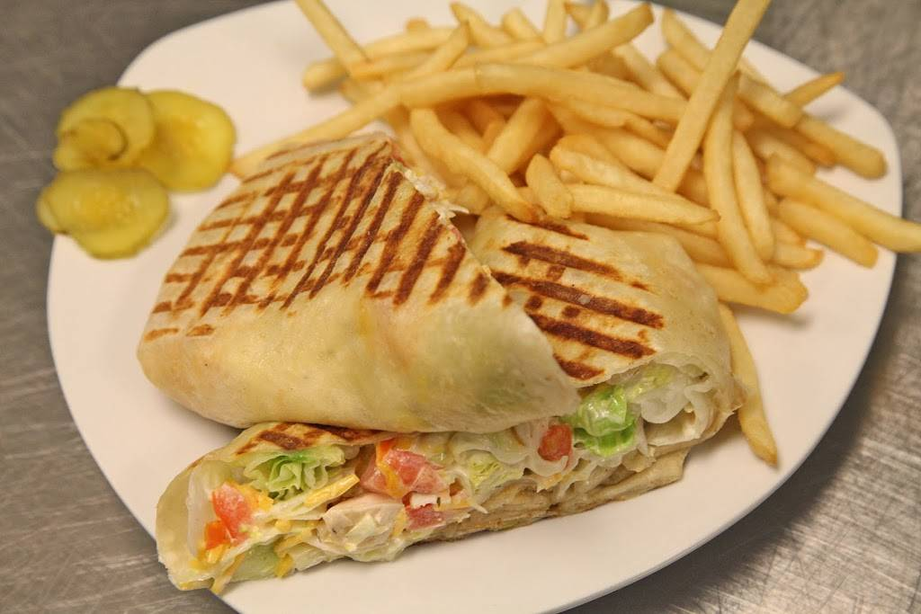 Crazy Pour Sports Bar | restaurant | 105 North Ave, Villa Park, IL 60181, USA | 6307580099 OR +1 630-758-0099