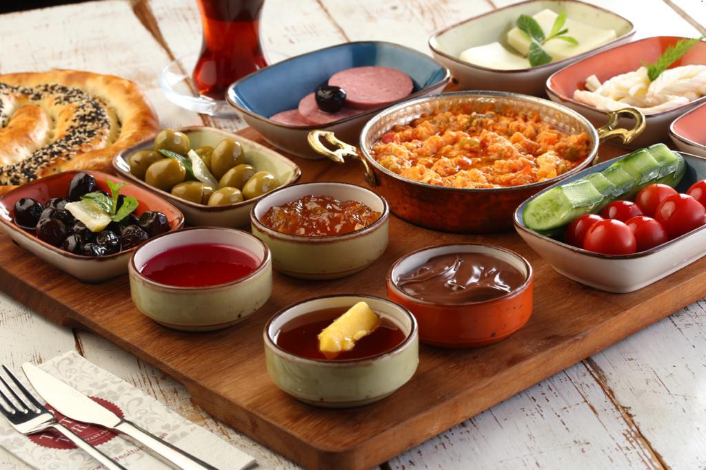 Vourla Mediterranean Grill & Cafe | restaurant | 1860 Tamiami Trail N, Naples, FL 34102, USA | 2398887074 OR +1 239-888-7074