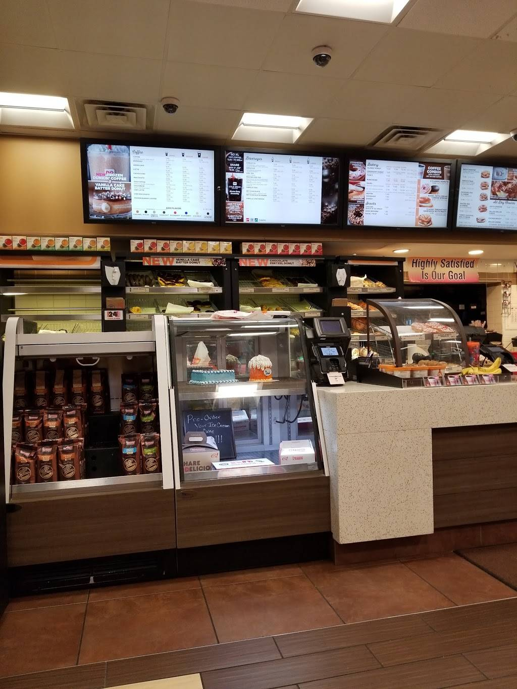 Dunkin Donuts   cafe   1990 Skokie Valley Rd, Highland Park, IL 60035, USA   8474329177 OR +1 847-432-9177