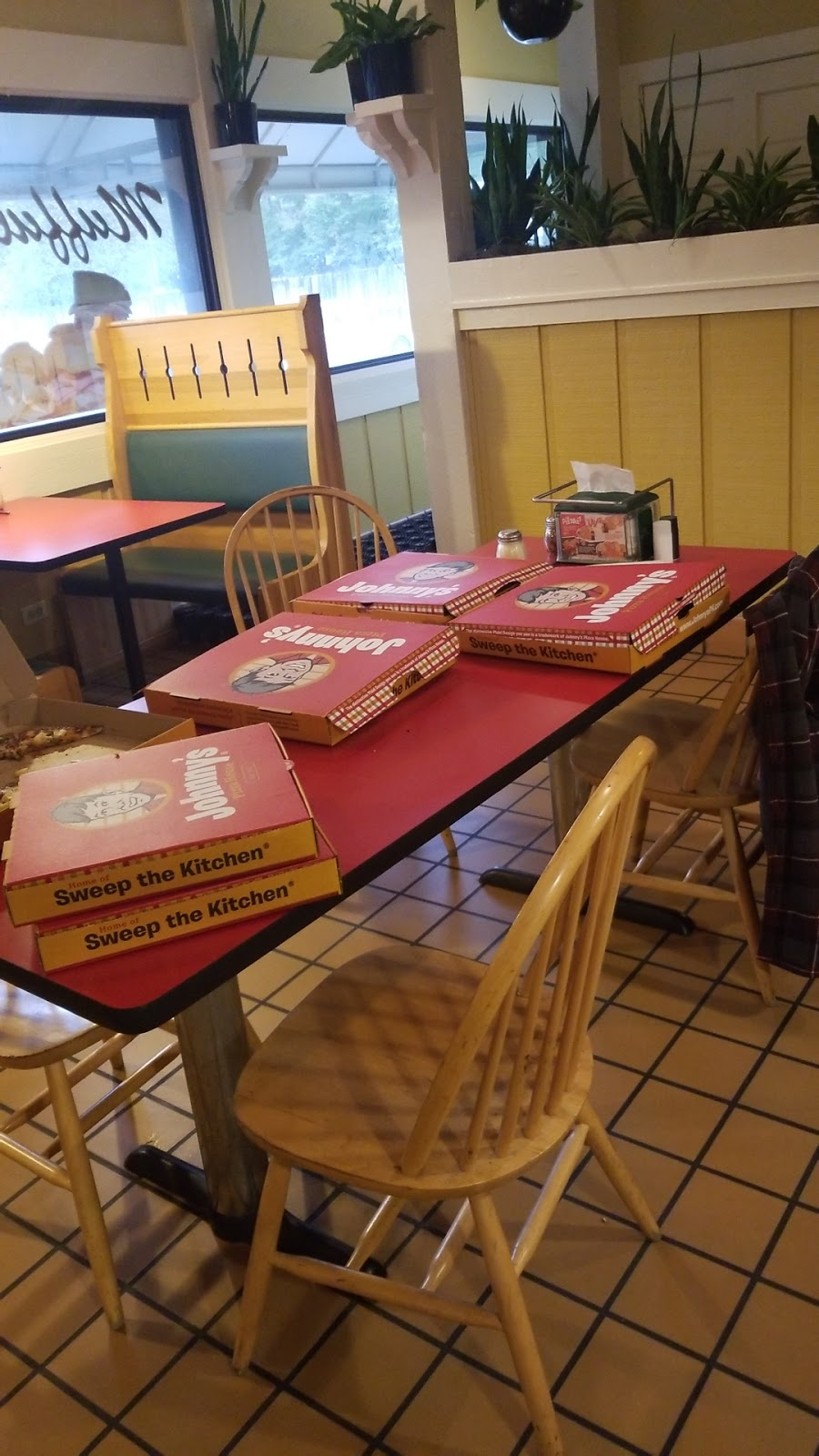 Johnnys Pizza House   meal delivery   102 Wallace Rd, West Monroe, LA 71291, USA   3183965120 OR +1 318-396-5120