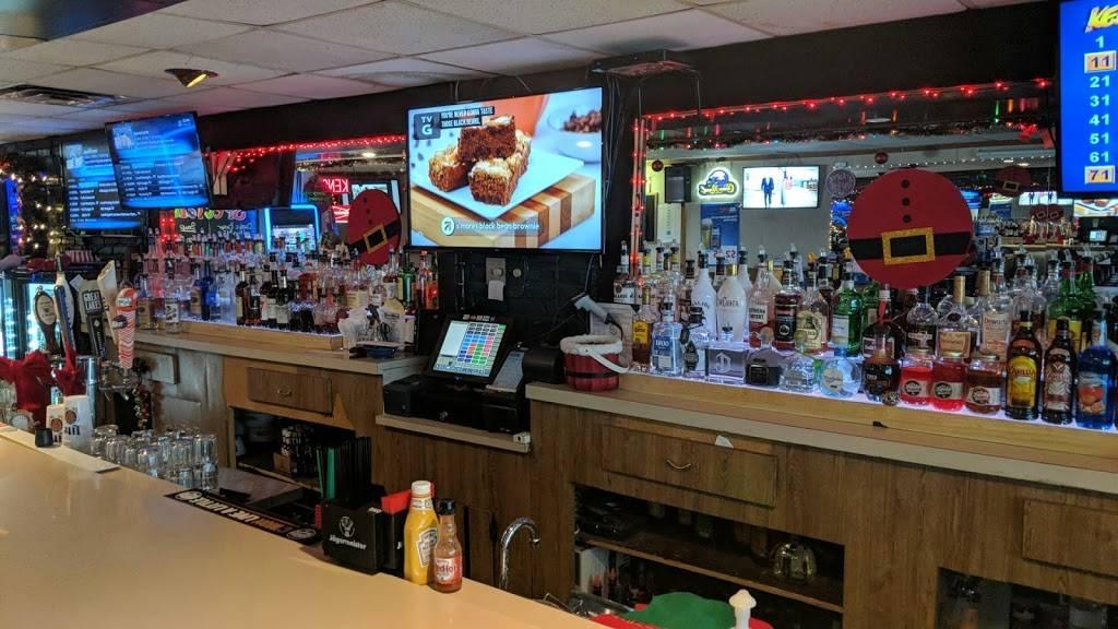 The Locker Room Bar & Grill | restaurant | 1003 W Royalton Rd, Cleveland, OH 44147, USA | 4402300760 OR +1 440-230-0760