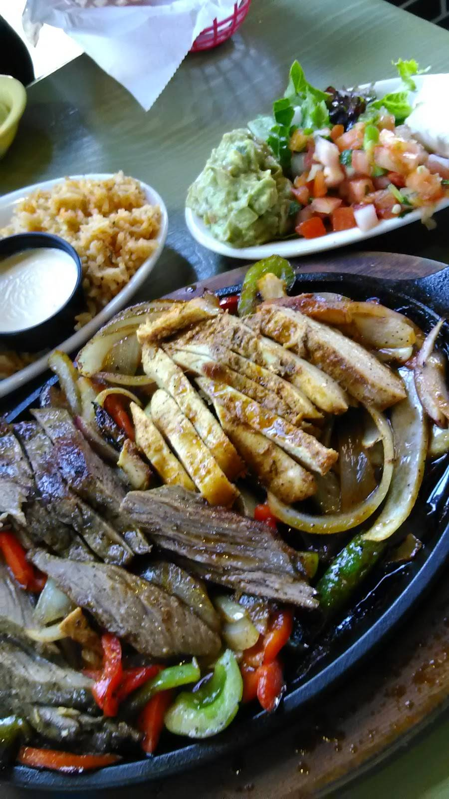 Berryhill | restaurant | 1201 W 43rd St, Houston, TX 77018, USA | 2818226111 OR +1 281-822-6111