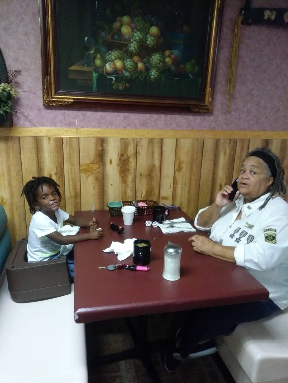 Lil Bit Kuntry | restaurant | 4999 71st Ave N, Pinellas Park, FL 33781, USA | 7275265544 OR +1 727-526-5544