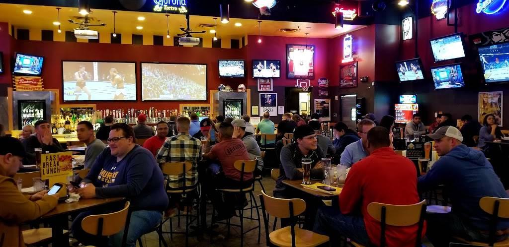Buffalo Wild Wings | meal takeaway | 110 S Hampton Pl, Clarksville, TN 37040, USA | 9315525327 OR +1 931-552-5327