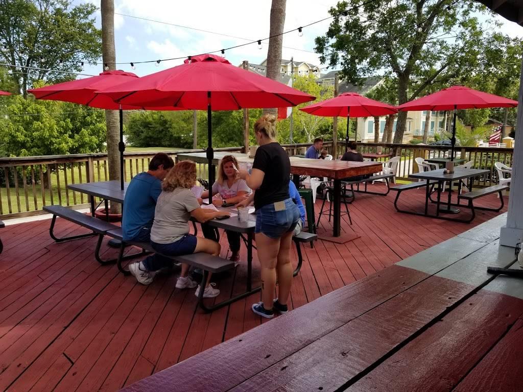 Dans Pizza Wings N Beer Deck | restaurant | 800 Bradford Ave, Kemah, TX 77565, USA | 8325513267 OR +1 832-551-3267