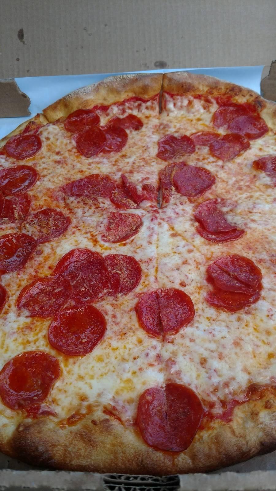 Carminuccio's Pizza | restaurant | 76 S Main St, Newtown, CT 06470, USA | 2033641133 OR +1 203-364-1133