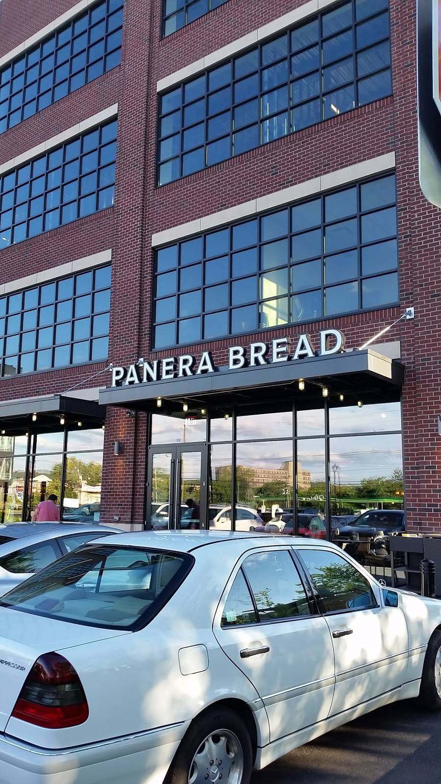Panera Bread | cafe | 10 Sterling Blvd, Englewood, NJ 07631, USA | 2013089008 OR +1 201-308-9008