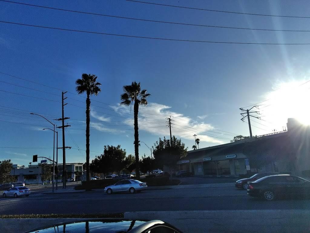 Ralphs Circle Center   shopping mall   1900 N Lakewood Blvd, Long Beach, CA 90815, USA   2135532200 OR +1 213-553-2200