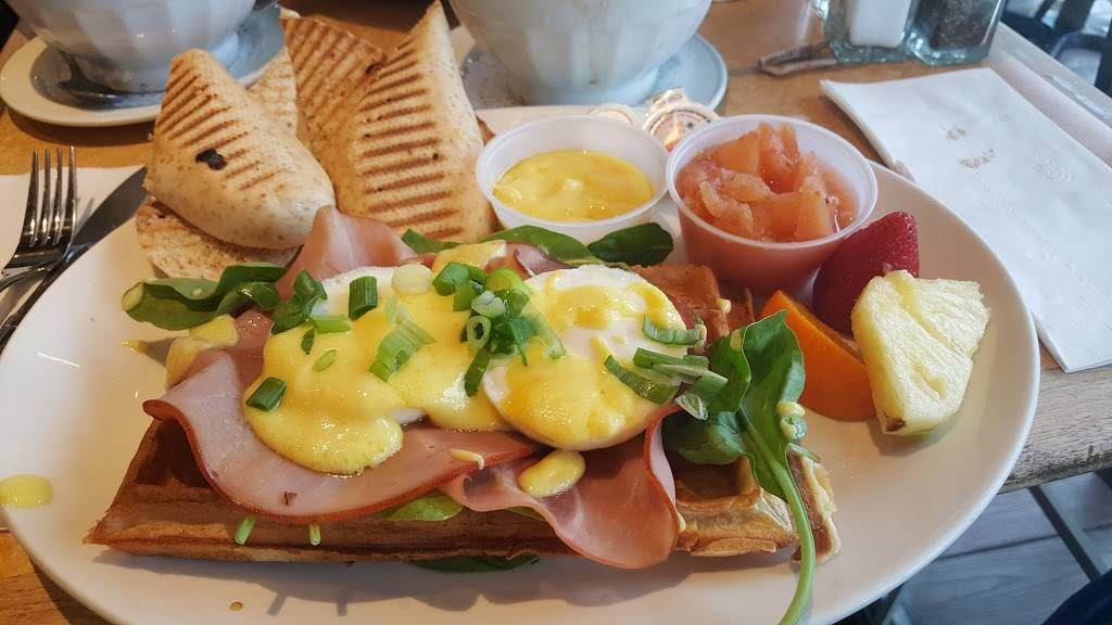 Manneken-Pis | cafe | 320 Rue Champlain, Saint-Jean-sur-Richelieu, QC J3B 6W2, Canada | 4503483254 OR +1 450-348-3254