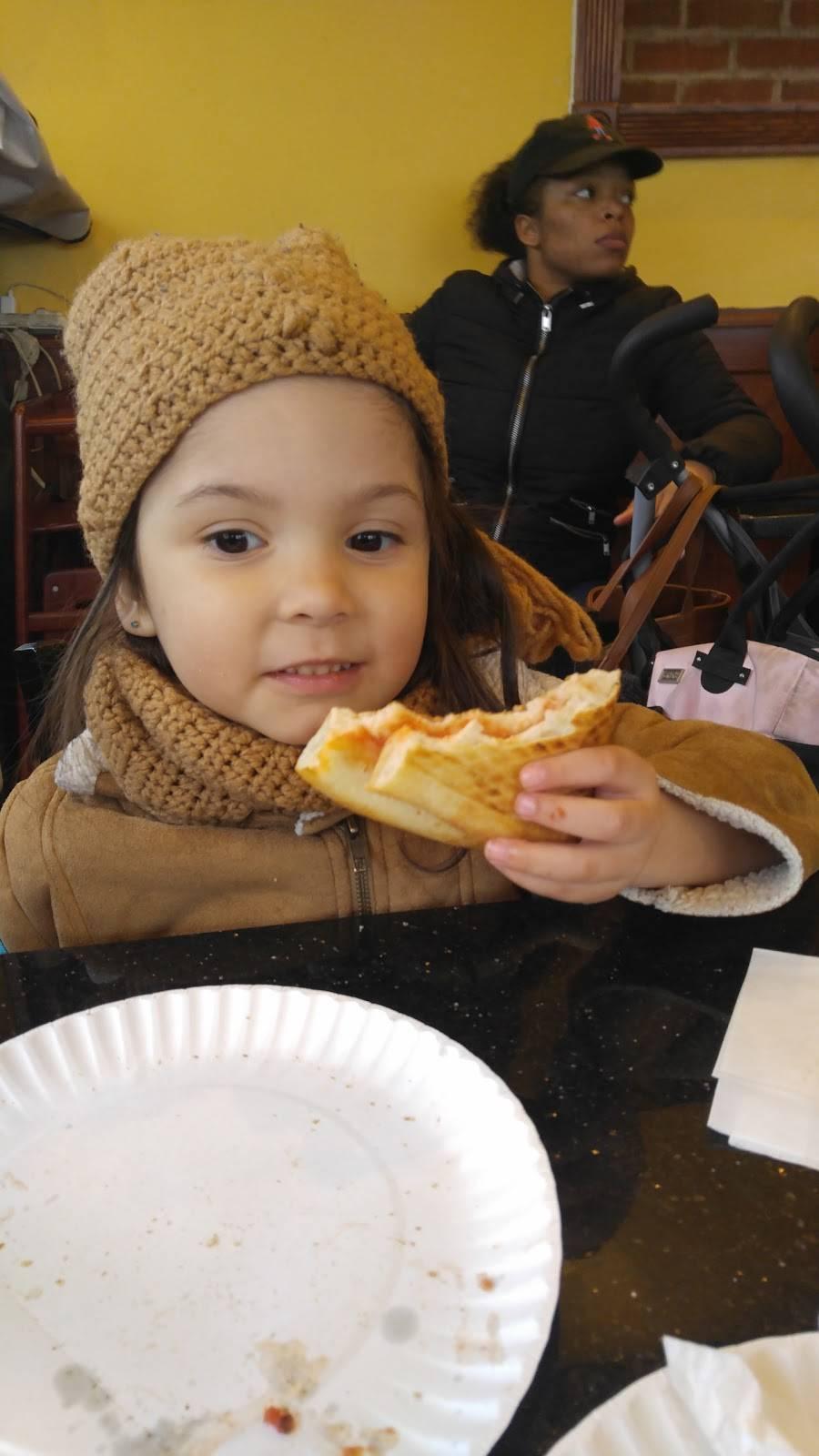 Pregos Pizza | restaurant | 1011 Mace Ave, Bronx, NY 10469, USA | 7184055111 OR +1 718-405-5111