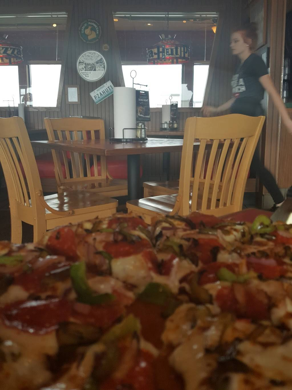 Pizza Hut   meal delivery   2028 S Elliott Ave, Aurora, MO 65605, USA   4176785185 OR +1 417-678-5185
