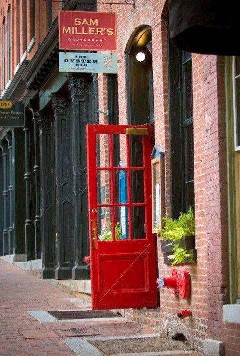Sam Millers | restaurant | 1210 E Cary St, Richmond, VA 23219, USA | 8046445465 OR +1 804-644-5465