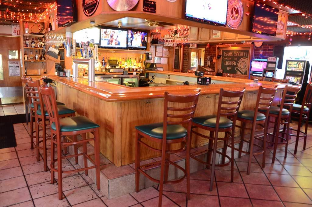 Crossroads Tavern & Eatery | restaurant | 396 W Irving Park Rd, Wood Dale, IL 60191, USA | 6308600055 OR +1 630-860-0055