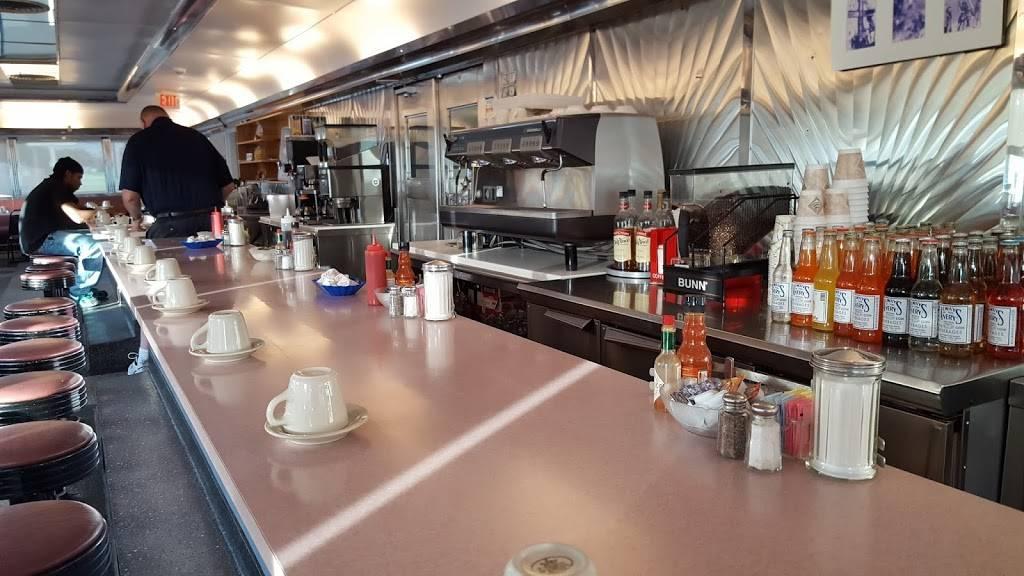 Makris Diner | restaurant | 1797 Berlin Turnpike, Wethersfield, CT 06109, USA | 8609247926 OR +1 860-924-7926