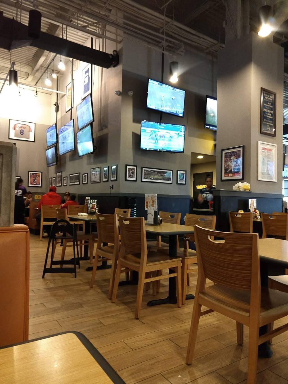 Buffalo Wild Wings | restaurant | 193 W 237th St, Bronx, NY 10463, USA | 7185499453 OR +1 718-549-9453