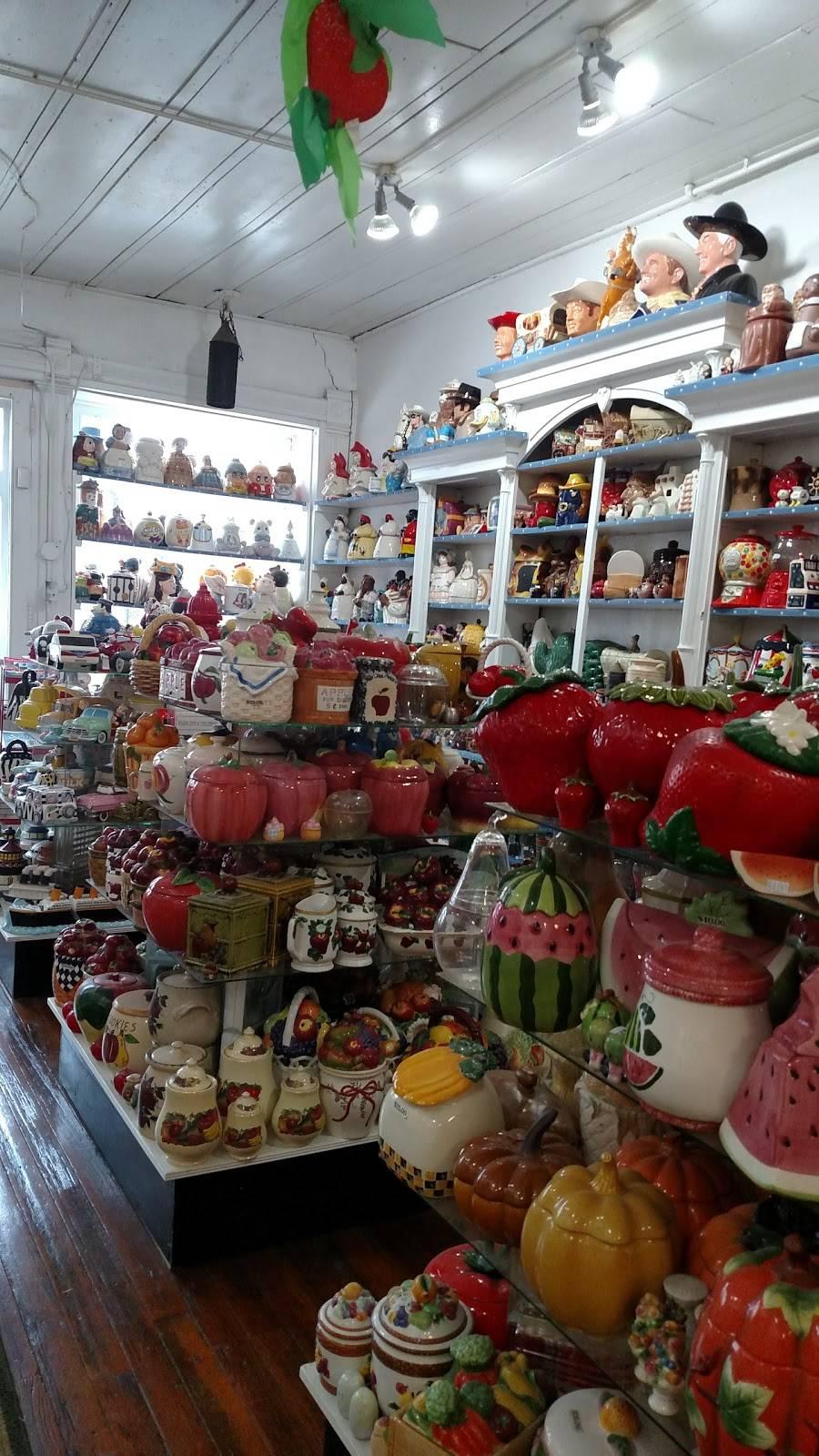 Grannies Cookie Jars & Ice   restaurant   19041 Lovers Ln, Metamora, IN 47030, USA   7656471966 OR +1 765-647-1966