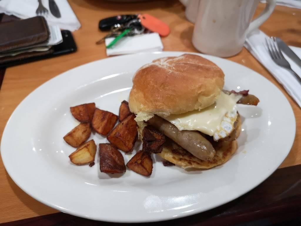 Gormleys Cafe | meal takeaway | 139 E Merrimack St, Lowell, MA 01852, USA | 9784528134 OR +1 978-452-8134