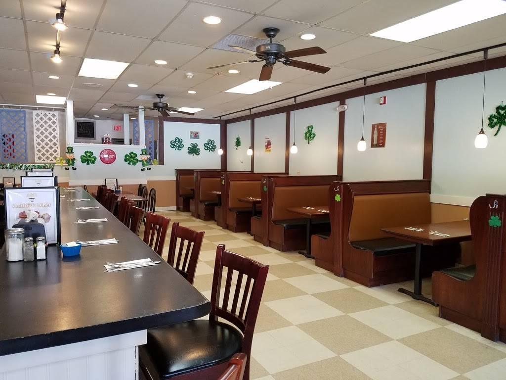 A&R SouthSide Diner | restaurant | 127 Rockingham Rd, Derry, NH 03038, USA | 6039653553 OR +1 603-965-3553
