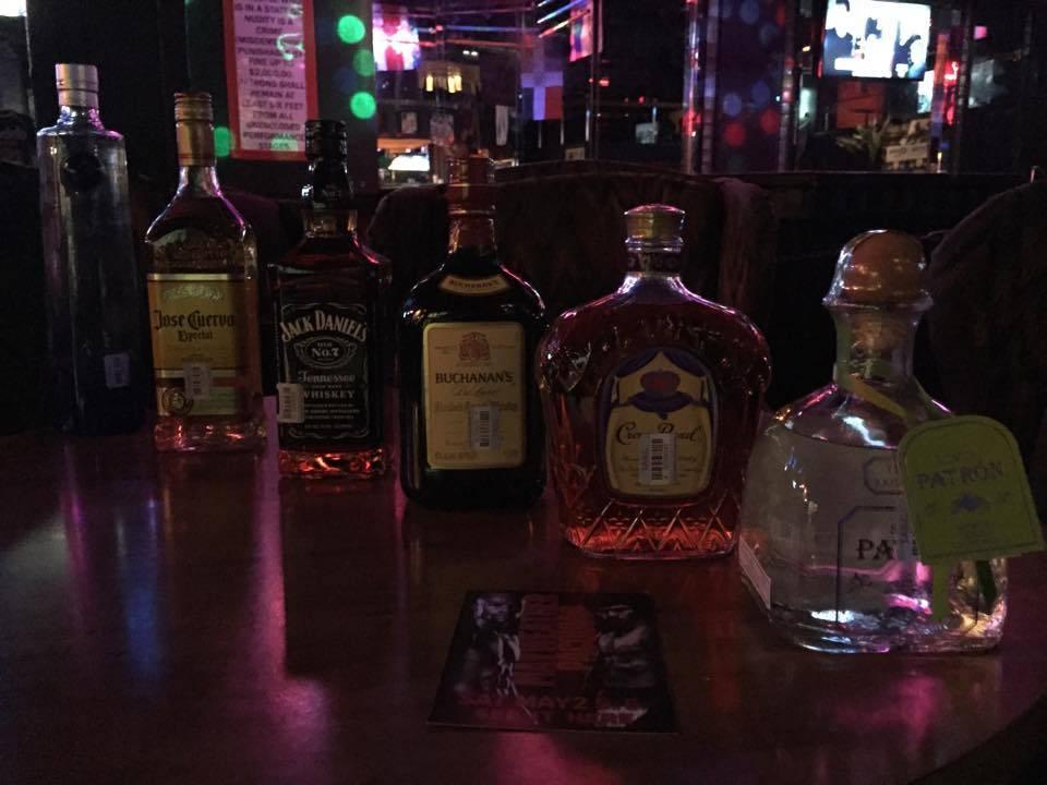 Chicas Locas | night club | 2711 Majesty Dr, Arlington, TX 76011, USA | 8176408555 OR +1 817-640-8555