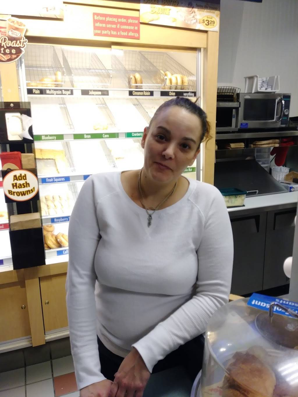Honey Dew Donuts   bakery   690 Oaklawn Ave, Cranston, RI 02920, USA   4019465450 OR +1 401-946-5450