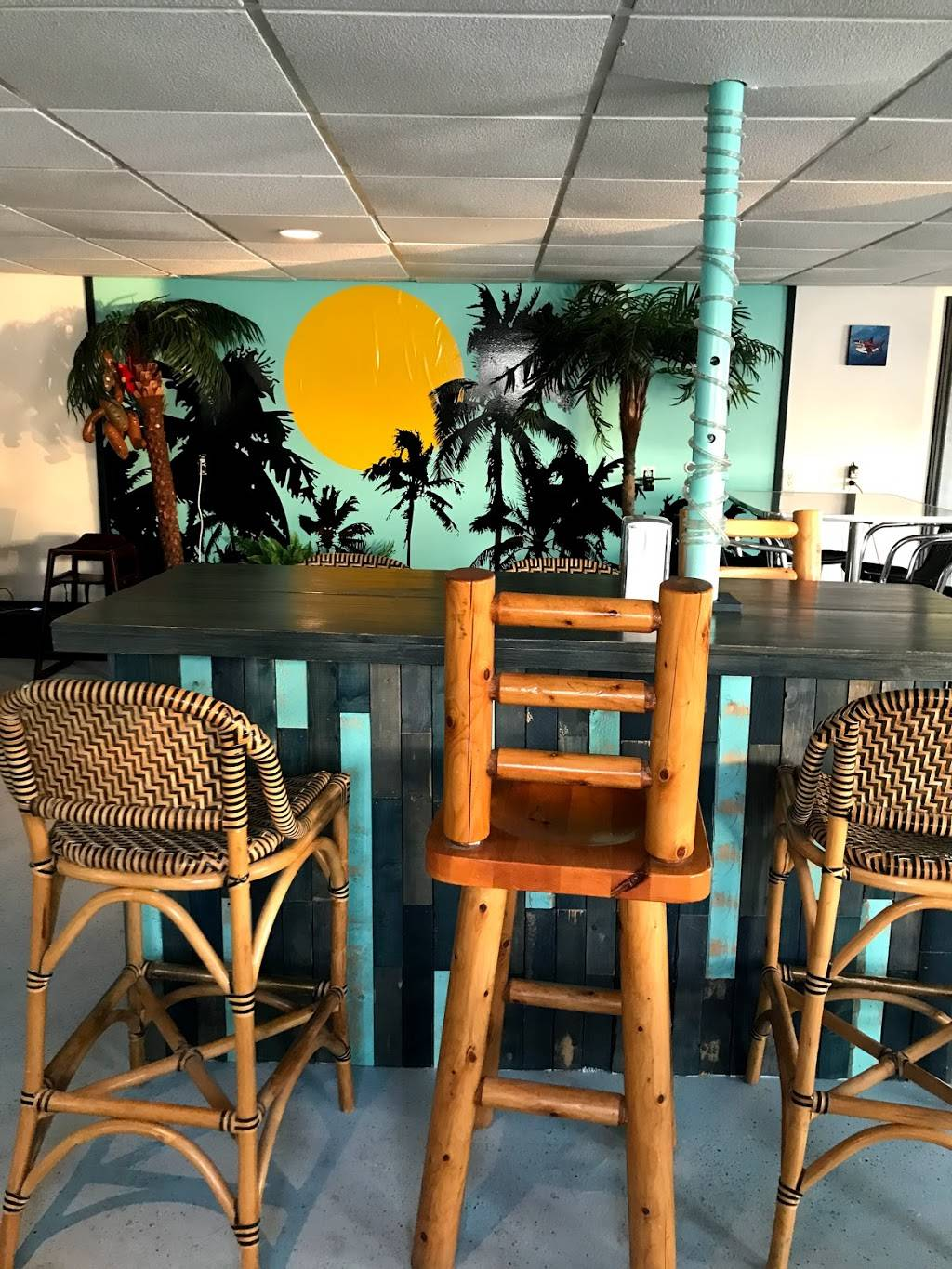 Coconut Joes Harbour Bar and Grill | restaurant | 53 Bay St, Tobermory, ON N0H 2R0, Canada | 7055390180 OR +1 705-539-0180