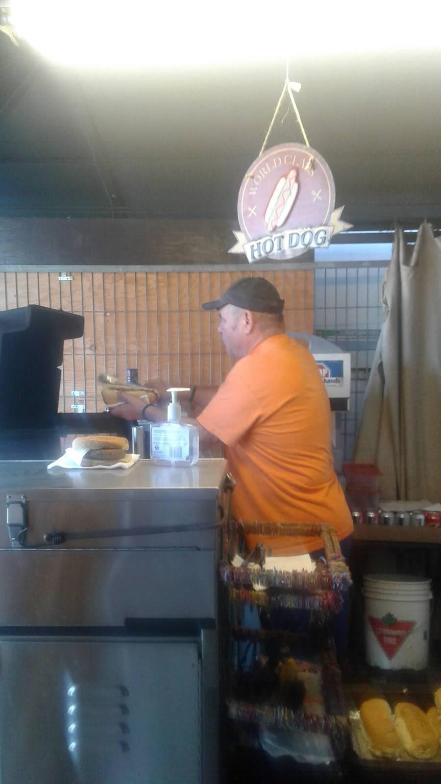 Bobs Dawg Wagon | restaurant | 6840 McLeod Rd, Niagara Falls, ON L2G 3G6, Canada