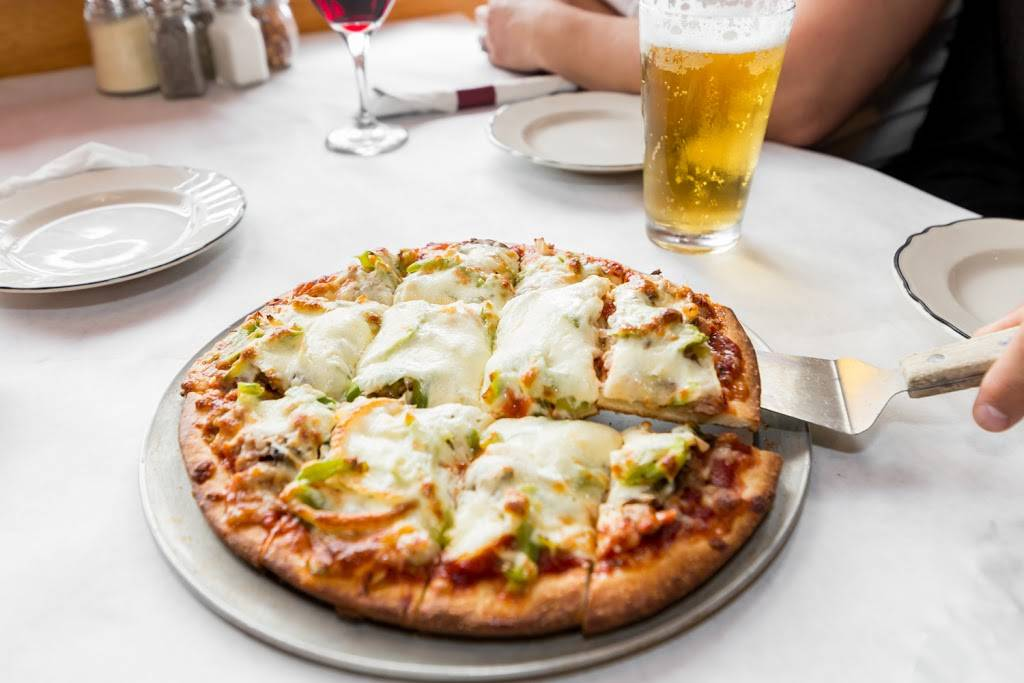 Braconis Restaurant & Pizzeria   meal delivery   796 Royal St George Dr #108, Naperville, IL 60563, USA   6307179530 OR +1 630-717-9530