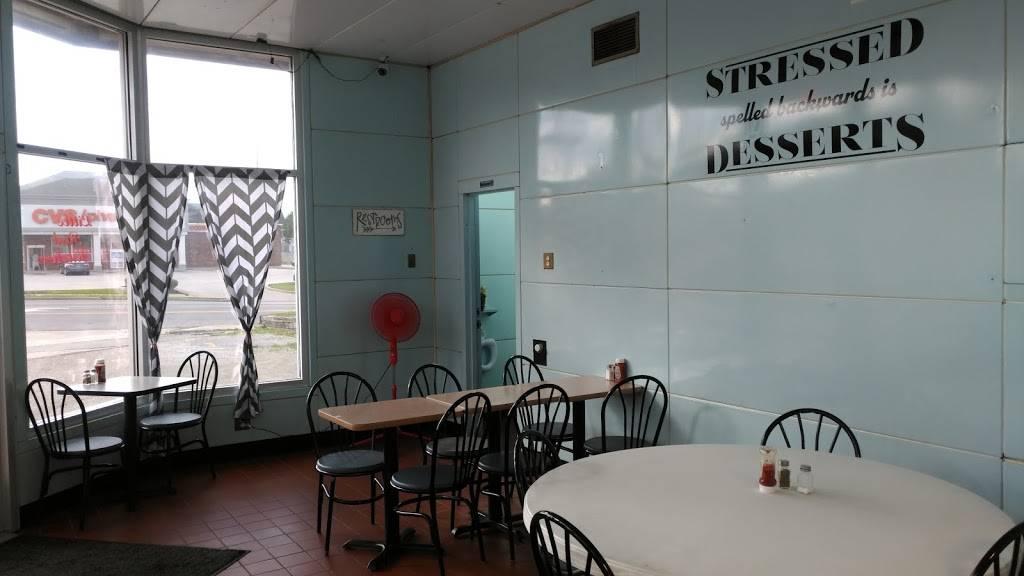 Little Red Kitchen | restaurant | 11 E Walnut St, North Vernon, IN 47265, USA | 8125929647 OR +1 812-592-9647