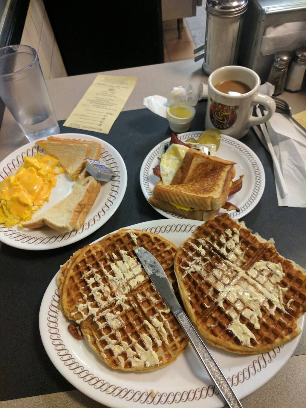 Waffle House | meal takeaway | 1133 N Main St, Bellefontaine, OH 43311, USA | 9375994127 OR +1 937-599-4127
