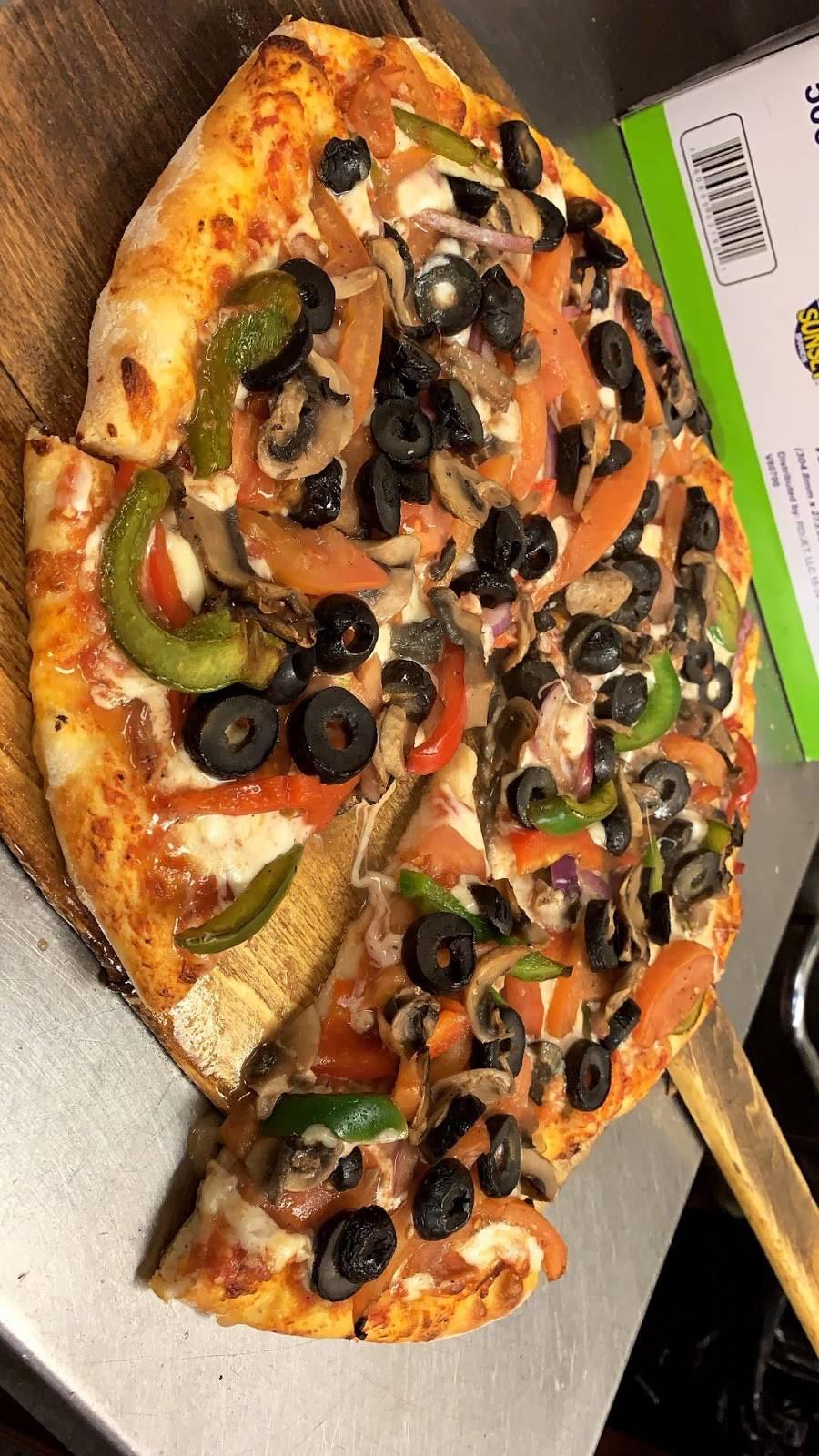 Bennys Famous Pizzeria   restaurant   3517 White Plains Rd, Bronx, NY 10467, USA   7182318746 OR +1 718-231-8746