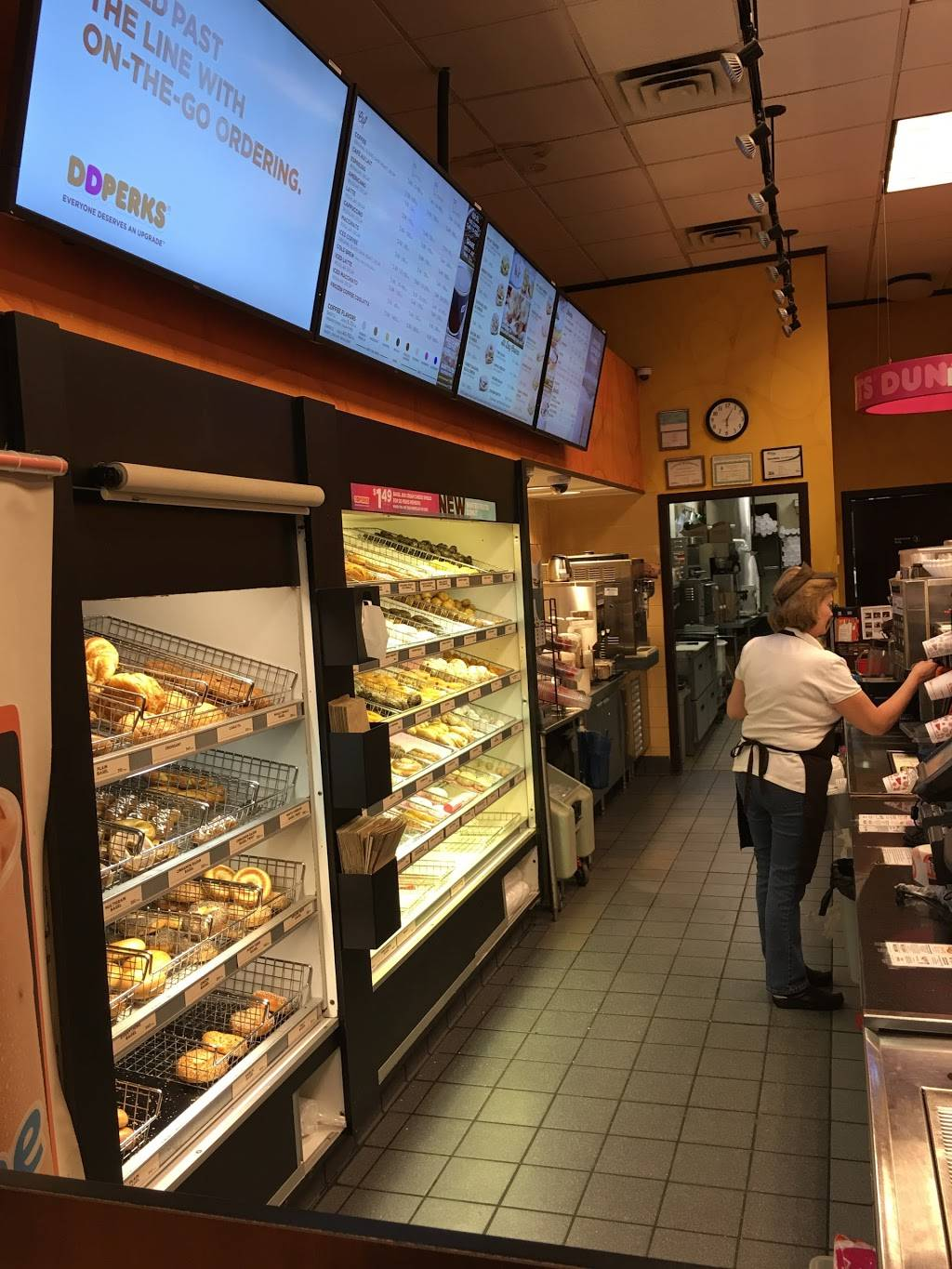 Dunkin Donuts   cafe   1044 Hope St, Stamford, CT 06907, USA   2033240299 OR +1 203-324-0299