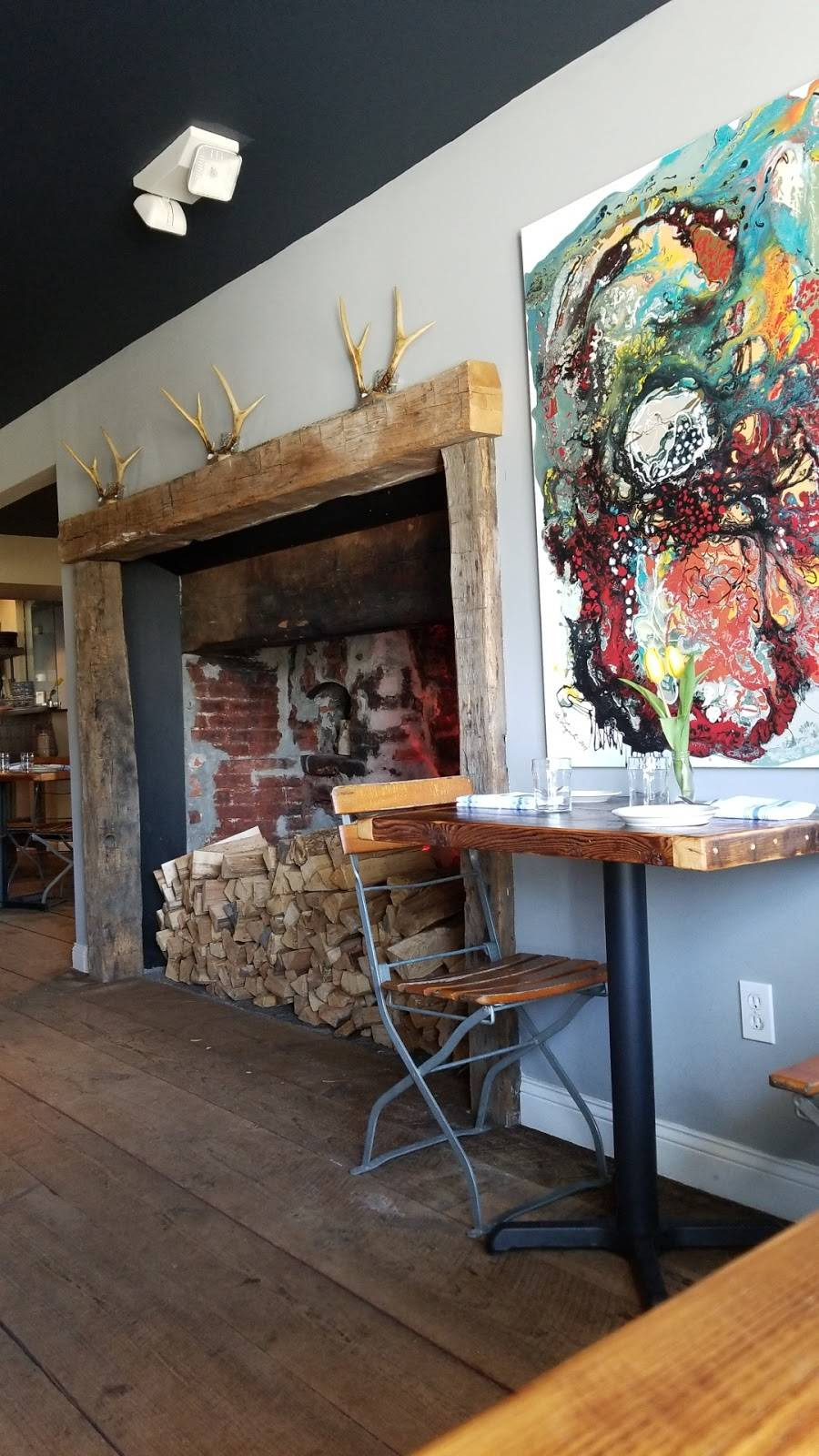 Lucas Local Oyster Bar   restaurant   48 S Main St, Newtown, CT 06470, USA   2034912992 OR +1 203-491-2992