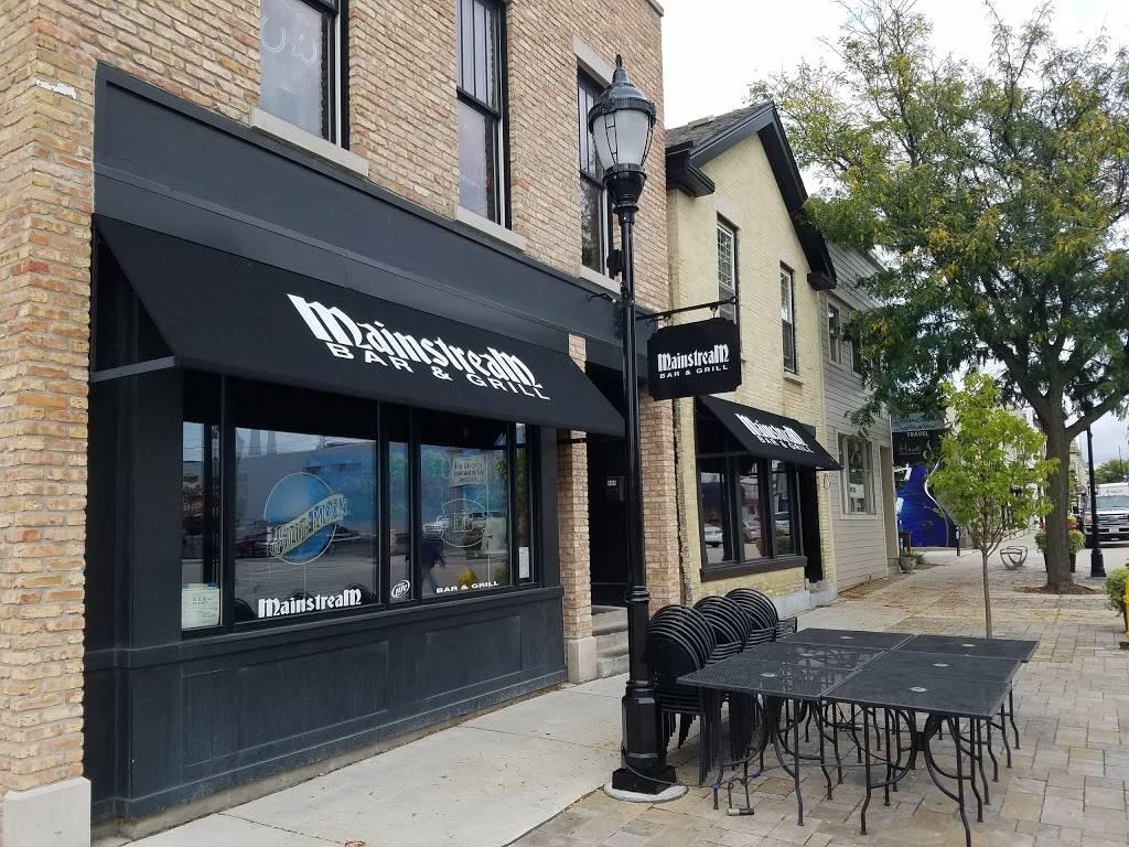 Mainstream Bar and Grill | restaurant | 404 W Main St, Waukesha, WI 53186, USA | 2625446222 OR +1 262-544-6222