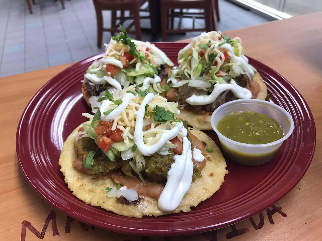 Lulus Place Authentic Mexican Food | restaurant | 5501 Hedge Lane Terrace, Shawnee, KS 66226, USA | 9132586536 OR +1 913-258-6536