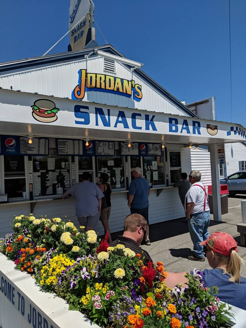 Jordans Snack Bar | meal takeaway | 200 Downeast Highway, Ellsworth, ME 04605, USA | 2076672174 OR +1 207-667-2174