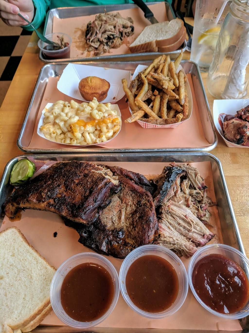 Fourth Street Barbeque | restaurant | 308 4th St, Charleroi, PA 15022, USA | 7245655456 OR +1 724-565-5456