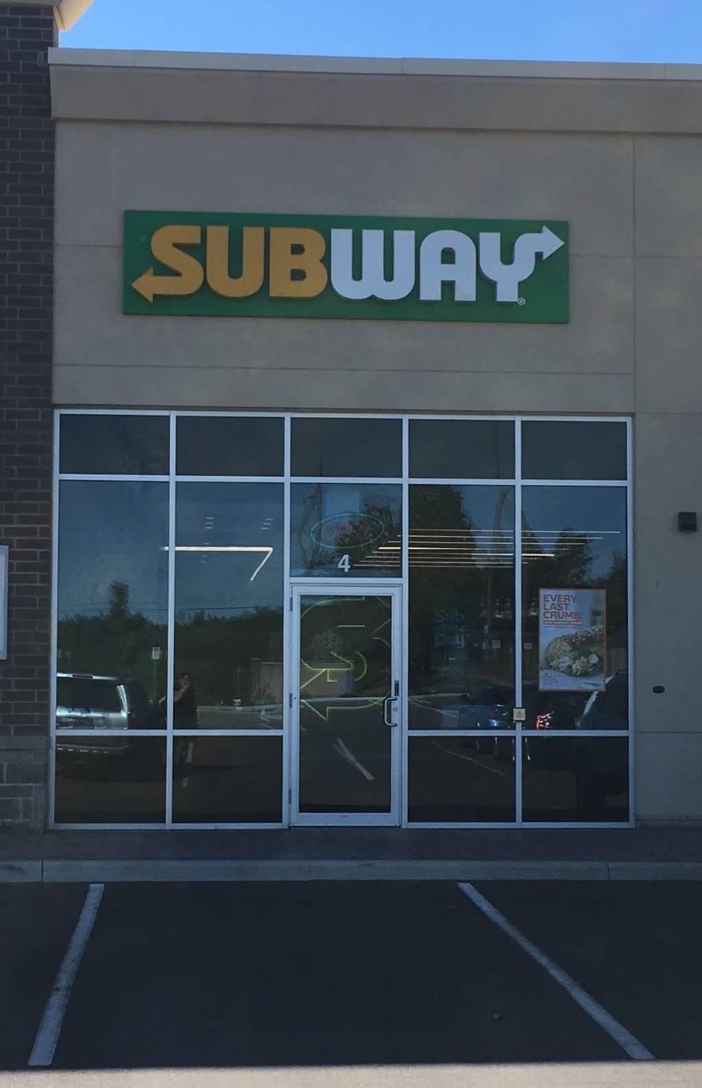Subway | restaurant | Oakwoods Centre, 1903 Ironoak Way Unit 4, Oakville, ON L6H 0N1, Canada | 9058424888 OR +1 905-842-4888