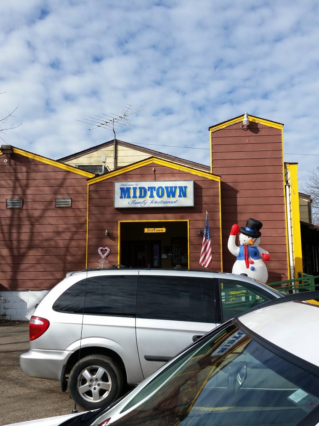 Mid-Town Family Restaurant | restaurant | 123 E Railroad St, Norwood Young America, MN 55368, USA | 9524672721 OR +1 952-467-2721