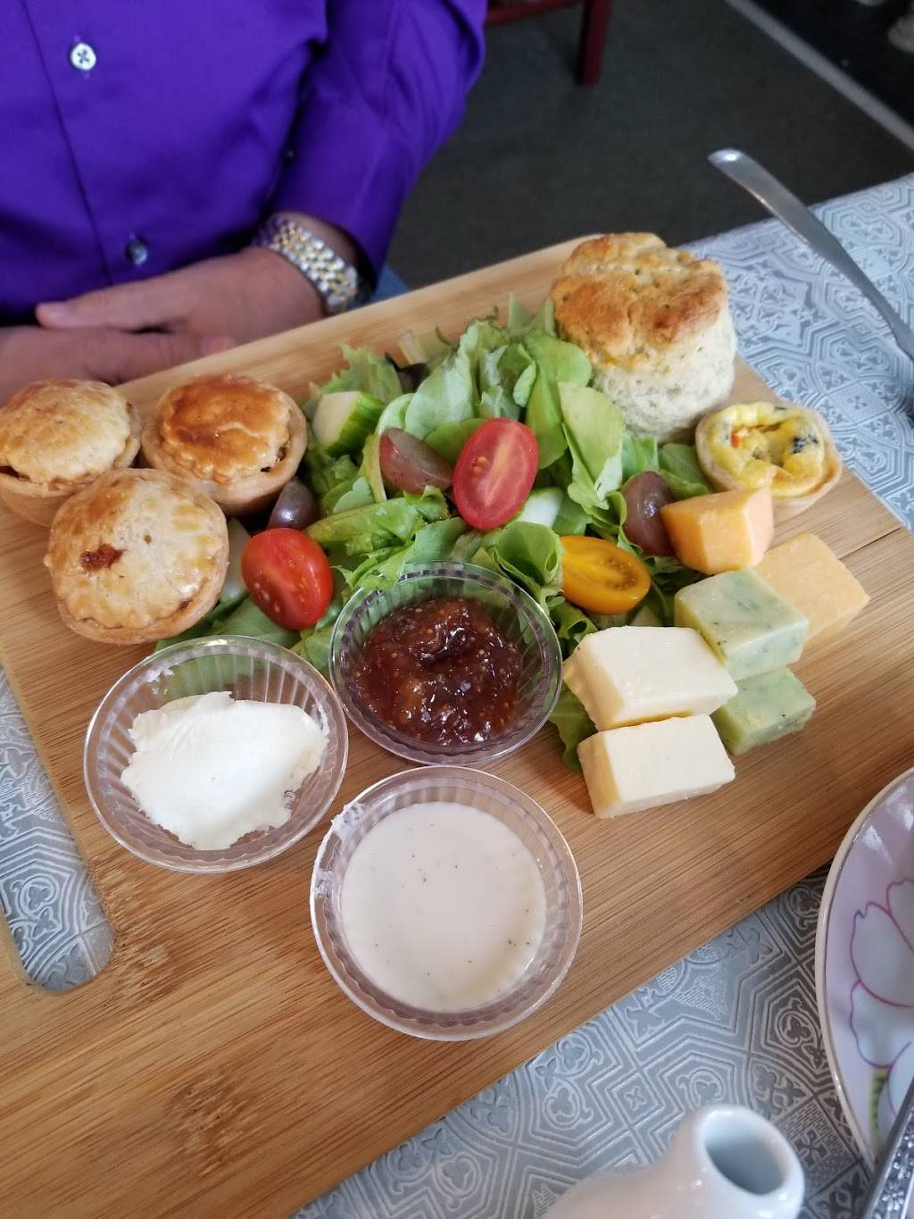 Tinas Traditional Tea Room - Columbus IN | cafe | 1702 Pennsylvania St, Columbus, IN 47201, USA | 8126573484 OR +1 812-657-3484
