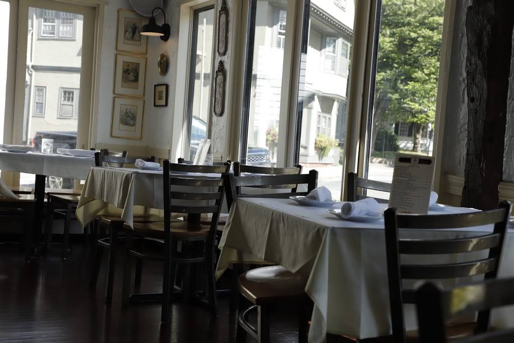 Antique Table Restaurant   restaurant   7 Central St, Manchester-by-the-Sea, MA 01944, USA   9787049833 OR +1 978-704-9833