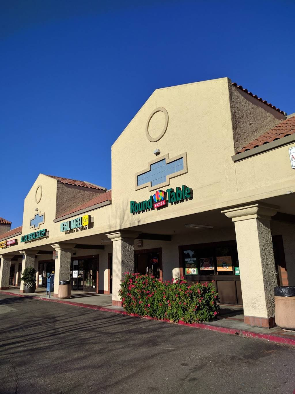Round Table Pizza Meal Delivery 570 N Shoreline Blvd Mountain View Ca 94043 Usa
