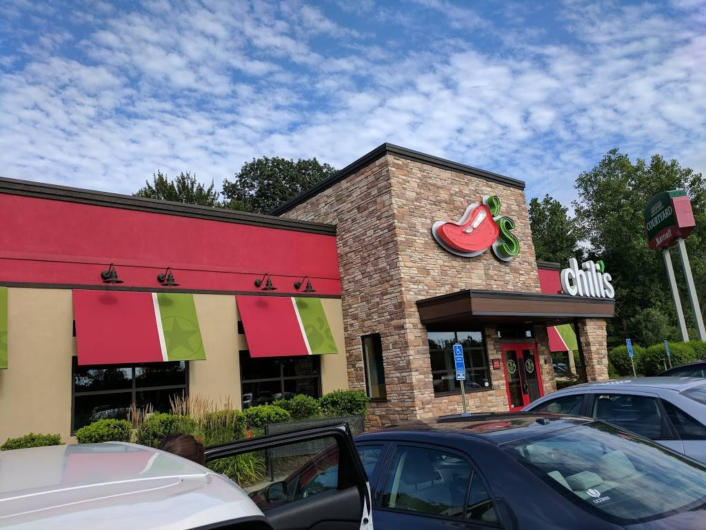 Chilis Grill & Bar | meal takeaway | 4 Sebethe Dr, Cromwell, CT 06416, USA | 8606321779 OR +1 860-632-1779