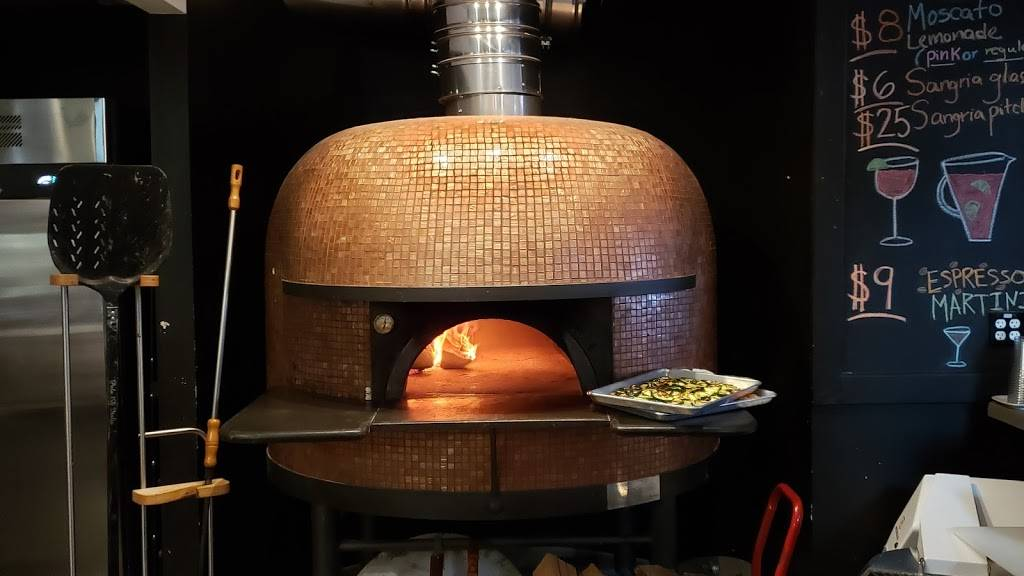 Bavaros Pizza Napoletana & Past | restaurant | 27 Fletcher Ave, Sarasota, FL 34237, USA | 9415529131 OR +1 941-552-9131